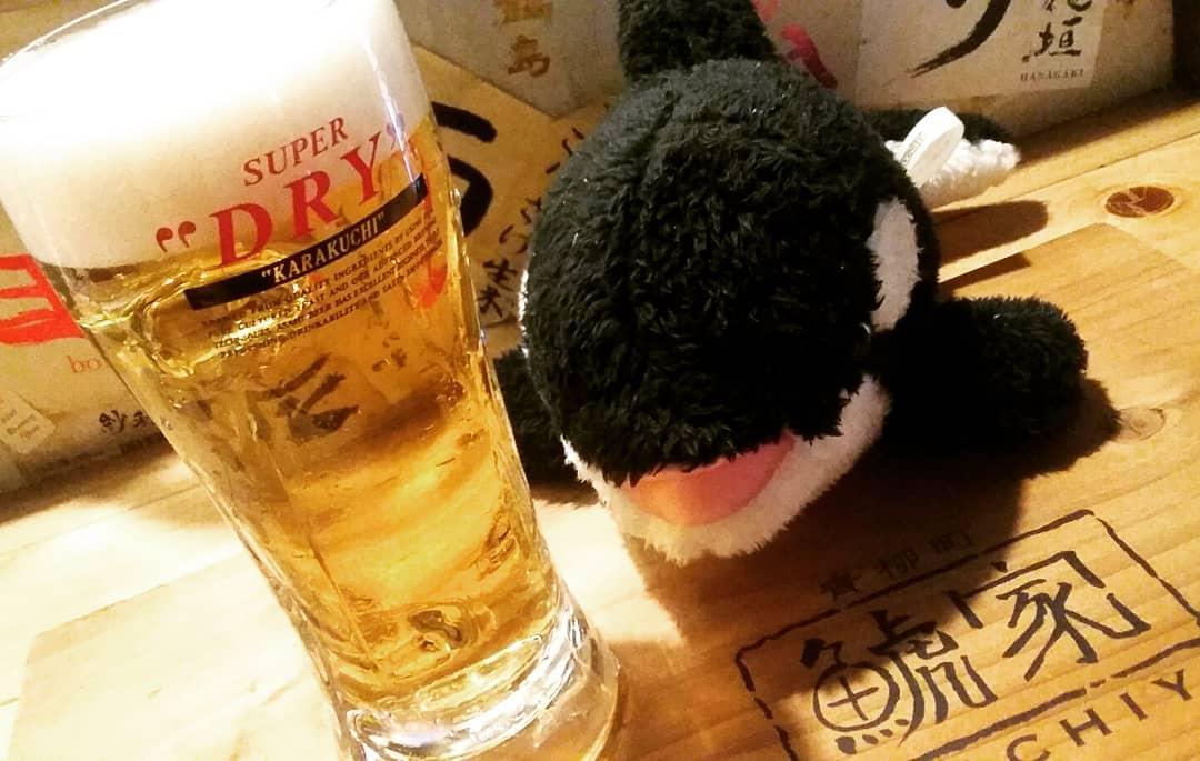 こんにちは! いい天気ですねー♪  こんな日は鯱家の アサヒ樽生ビールが すすみます(。-∀-)b  ①気泡がつかない    完璧なグラス ②クリーミーな泡 ③鮮度の良いビール  もし… 写真のようなビールが 出なかった場合は お声がけ下さいませ。 交換いたしますm(__)m  そしてオススメも 充実しております  ボタンエビの沖漬け 鶏ハムバンバンジー 皿ワンタン等々… もちろん自家製で つくっております!  ビールと一緒に どうでしょうか?笑  それでは本日も 宜しくお願い致します。 ・ ・